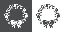 Tiempo De Navidad. Tienda De Mascotas. Logotipo Corona De Navidad Con Pisadas De Perro Con Lazo De Cinta En Fondo Gris Y Fondo Blanco