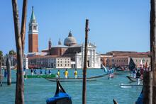Venezia. Barche Da Regata Nel Bacino Di San Marco Davanti Alla Basilica Di San Giorgio Maggiore