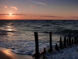 Fototapeta Fototapety z morzem do Twojej sypialni - Sceneria zachodzącego słońca nad morzem