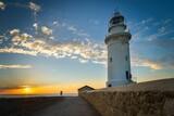 Fototapeta Fototapety z morzem do Twojej sypialni - Latarnia morska z atrakcyjnym niebem w tle