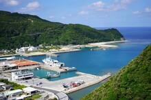 慶良間諸島の長閑な港