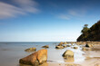 canvas print picture - Steilufer mit Felsen bei Ebbe an einem Strand der Ostseeinsel Poel bei Wismar