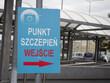 Punkt Szczepień - znak przy punkcie szczepień, Polska, strzałka, szczepionka