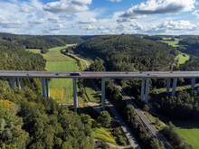 Die Autobahn A81 Führt über Die 61 Meter Hohe Talbachbrücke Bei Engen, Baden-Württemberg, Deutschland
