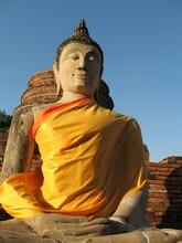 Statue Habillée De Bouddha Sur Le Site Historique De La Ville D'Ayutthaya En Thaïlande