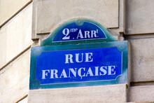 """Paris, France : Plaque De Nom De Rue Du 2ème Arrondissement Parisien Sur Laquelle Est écrit """"Rue Française"""""""