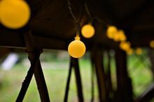 Ozdobne Lampki LED Wewnątrz Altanki.