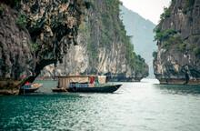 Eingescanntes Diapositiv Einer Historischen Farbaufnahme Der Küstenregion Vietnams In Der Halongbucht Im Chinesischen Meer