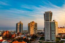 Pôr-do-sol E Os Prédios Da Praia De Punta Del Este, Uruguai