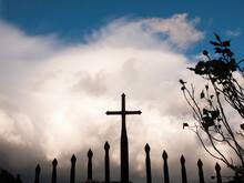 Italia, Toscana, Arezzo, Il Paese Di Montemignaio. Una Croce Sul Cancello.