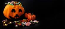 Calabaza Rellena De Dulces Para La Festividad De Halloween; Decoración De Halloween