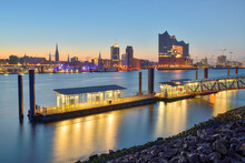 Germany, Hamburg, Northern Bank Of Elbe At Dawn With Elbphilharmonie And City Skyline In Background