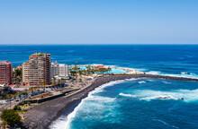 Spain, Canary Islands,ÔøΩPuertoÔøΩdeÔøΩla Cruz,ÔøΩPlayaÔøΩMartianezÔøΩwith Lago Martianez In Background