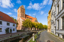 Germany, Mecklenburg-West Pomerania, Wismar, Hanseatic City, Old Town And St. Marys Church
