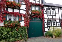 Malerische Fachwerk-Idylle, Altes Wohnhaus Mit Wildem Wein
