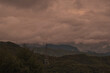 夕焼けに染まる高速移動する雲 台風接近