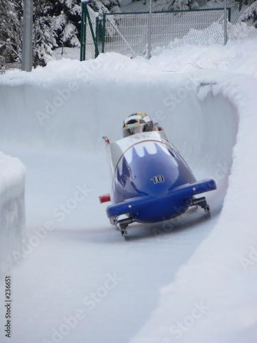 Foto bobsleigh en sortie de virage