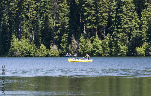 Fotomural canoeing on a lake