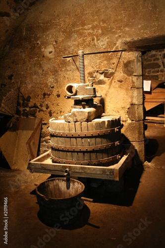 Photo pressoir dans une cave