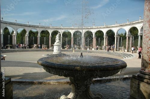 Cuadros en Lienzo fontaine aux colonnades