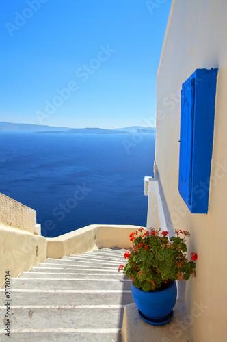 Fototapeta premium schody w dół na niebiesko
