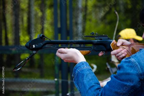 Obraz na plátne Men crossbow shooting