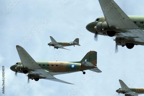 Fotografie, Obraz A flight of transport planes banking to starboard.