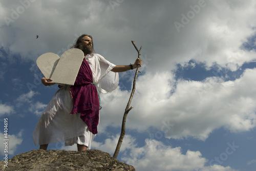 Canvas Print Moses mit Steintafeln vor Wolkenhimmel