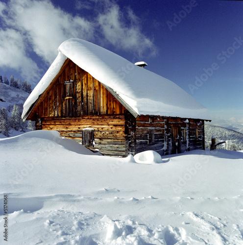 Winterlandschaft mit Almhütte #5174068