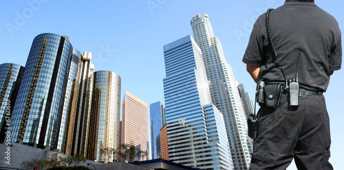 Photo Security agent watching downtown area