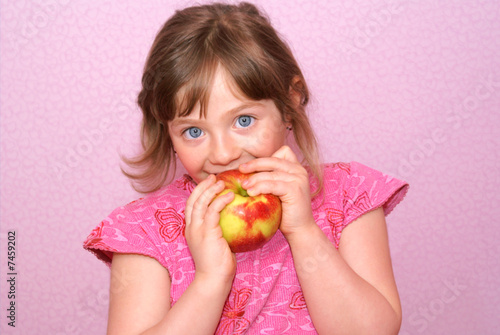 Obraz na plátně Child apple.