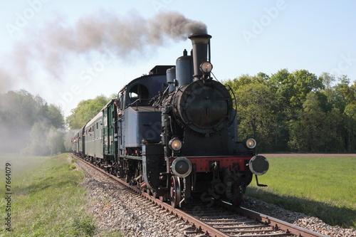 Fotografie, Obraz old steam engine powered train approaching