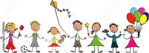 ribambelle d'enfants avec leurs jouets #8096646