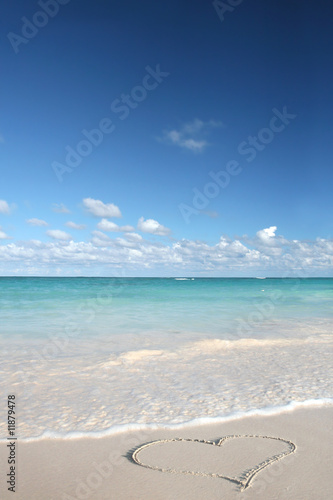 Canvas Print Heart on Beach Sand in Tropical Paradize: White Sand Beach and G