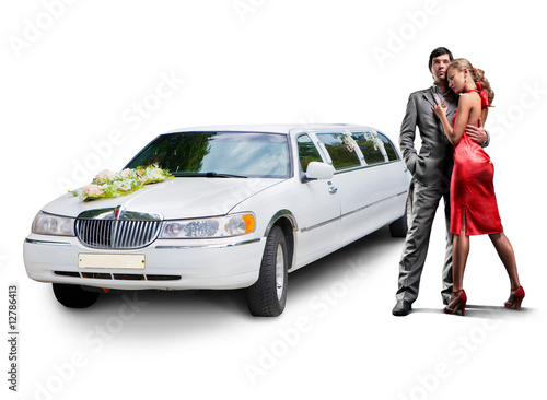 Fotografia Young beautiful couple with their wedding limousine
