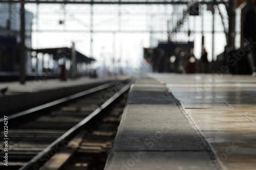 Leerer Bahnsteig, Fokus auf dem Vordergrund