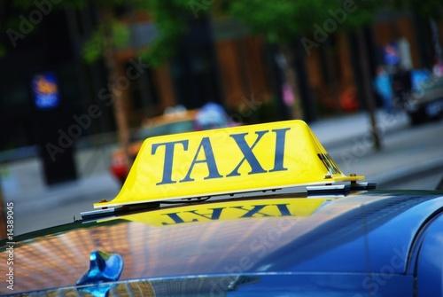 Fényképezés Taxi waiting for passengers in a queue