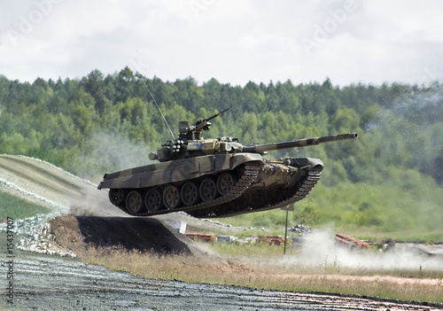 Canvas Print jumping  tank