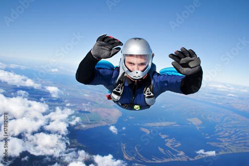 Fototapeta Skydiver falls through the air