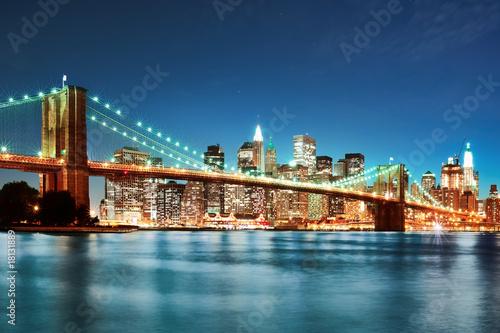 Fototapeta Most Brookliński i Manhattan w nocy panoramiczna
