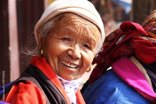 Photo portrait de mamie tibétaine