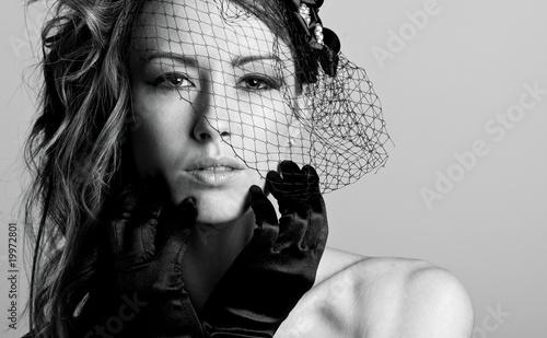 Photo Stunning Brunette Model in Veil