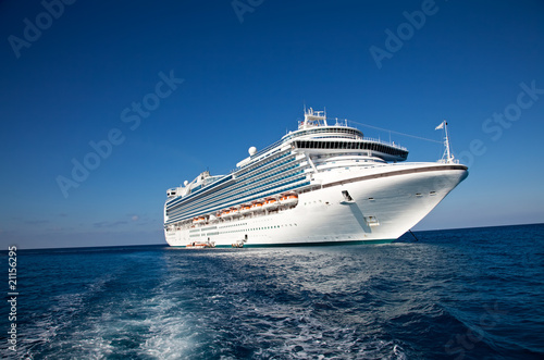 Cruise Ship in Caribbean Sea Fototapet