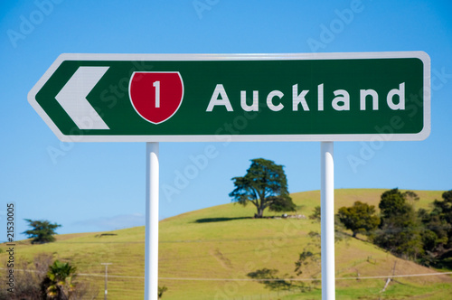Route 1 Auckland direction sign