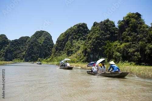 Fototapeta Sampan rowing in Tam Coc Vietnam