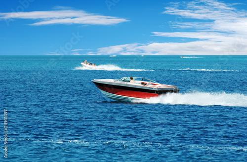 Fotografia red power boat