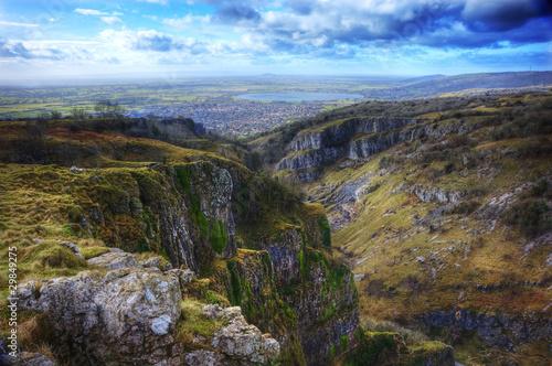 Wspaniały krajobraz na szczycie starożytnego wąwozu górskiego Fototapeta