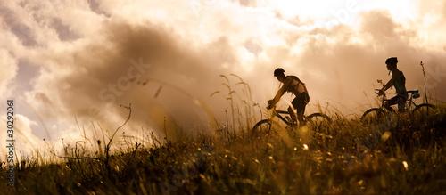 para rowerów górskich na zewnątrz