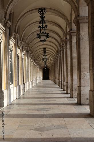 Valokuvatapetti Lisbon walkway