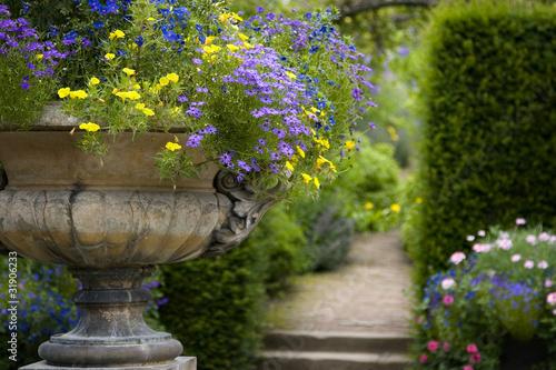 English country garden Fototapeta
